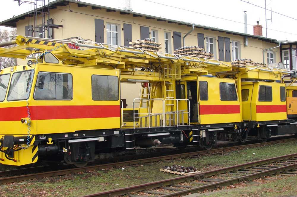 Pociąg sieciowy wykorzystywany do wymiany izolatorów w sieci trakcyjnej
